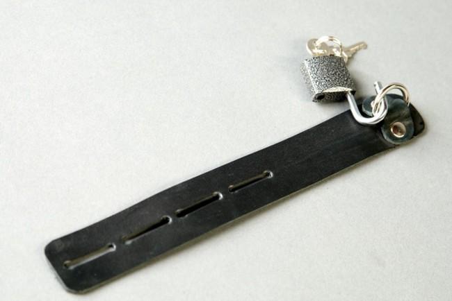 Сбруя на фаллос черная с замочком фото 1